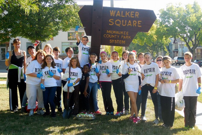 Members of the First Congregational Church youth group in Appleton, Wis., posed before cleaning up Walker Square Park. (Photo by Maria Corpus)