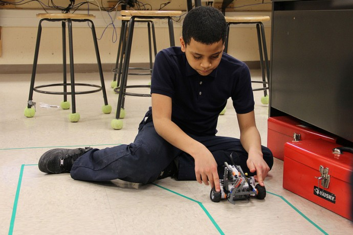 A student tests his robot at a recent open house at La Causa Charter School. (Photo by Karen Slattery)