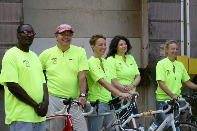 Team Alma prepares to leave for the RAGBRAI bike ride. (Photo by Hannah Byron)