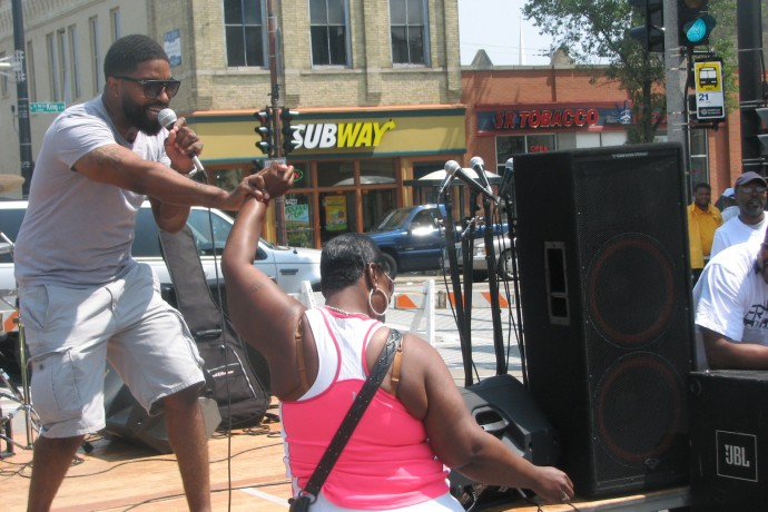 Performer G. Womack entertains during the Bronzeville Cultural & Arts Festival. (Photo by Brendan O'Brien)
