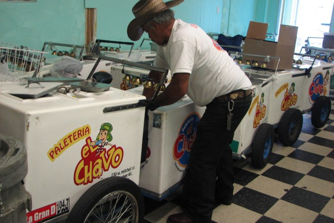 A paletero begins loading his cart for the day. (Photo by Brittany Carloni)